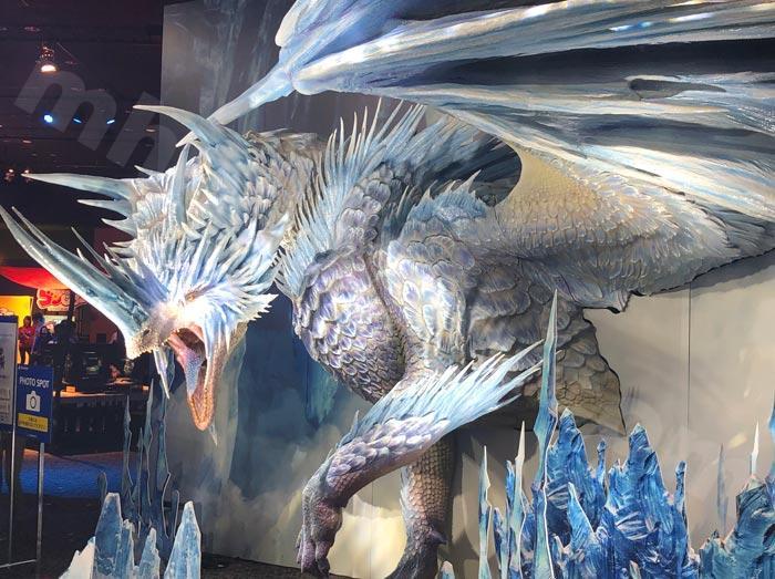 古龍「イヴェルカーナ」の巨大オブジェ